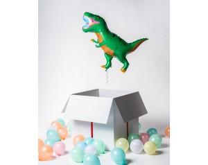 Dinozaur z helem w kartonie