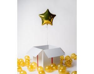 złota gwiazda w kartonie